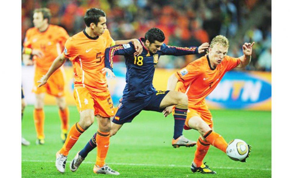 Cơn lốc Hà Lan vùi dập Tây Ban Nha